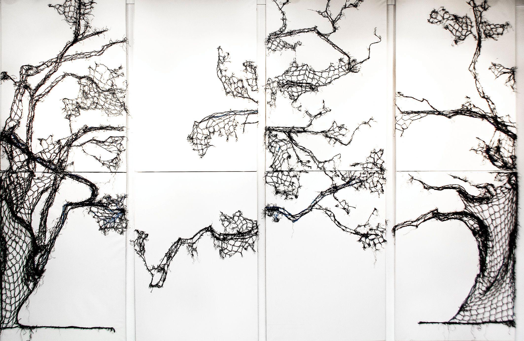 © Eva Bakalar der Baum/2016/ 8 Bilder/ 2016/ Christbaumnetz aufgenäht auf Leinwand, variabel   ca. 200x280 cm